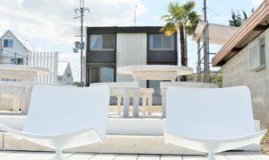 滋賀県にあるお洒落な琵琶湖が見えるビーチハウス