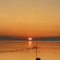 琵琶湖からの朝日