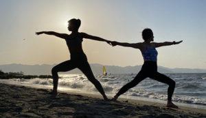 琵琶湖のビーチでヨガ体験